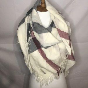 Burberry scarf! Big check